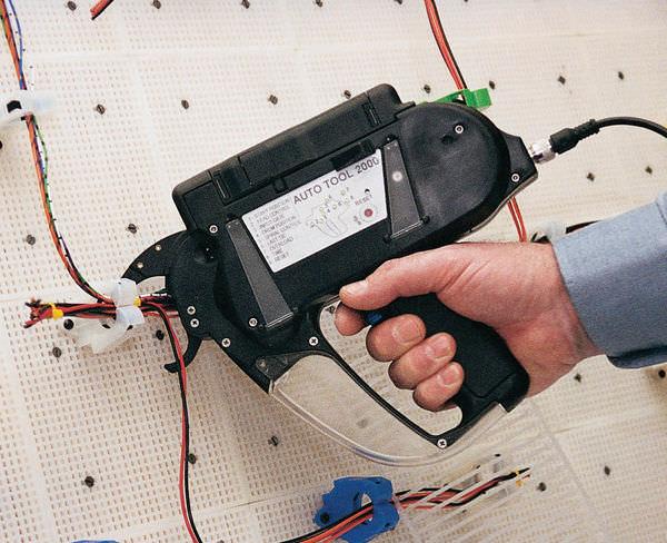 Automatischer Werkzeug für Kabelbinder - AT2000 - HellermannTyton