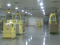 Elektrischer Gabelstapler / FTF / für Lagerhallen / für Materialhandling
