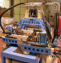 Automatische Stanzmaschine / hydraulisch / für Kunststoffleitungen / Hochgeschwindigkeit
