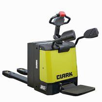 Elektrischer Hubstapler / mit Fahrerplattform / für Materialumschlag / zum Laden