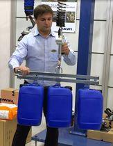 Mechanische Hebevorrichtung / für Kunststoffcontainer