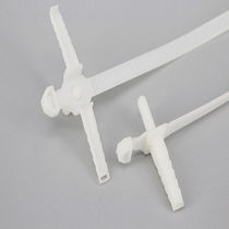 Kunststoffkabelbinder / Außenverzahnungen / mit Befestigungselementen / für Bolzenmontage