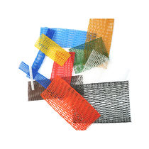 Rohrförmiges Schutznetz aus Kunststoff