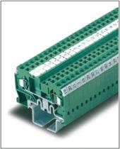 Reihenklemme auf DIN-Schiene / Durchführung