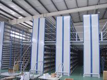 Stahlbaubühne mit Aufbewahrungssystem