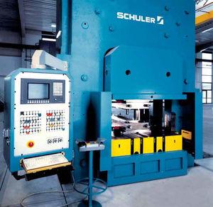 Hydraulische Presse / Zur Herstellung Von Wärmetauscherplatten