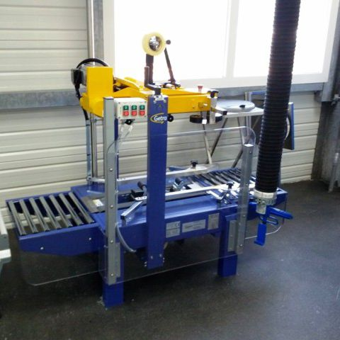 Faltschachtel-Verschließmaschine / mit Klebeband