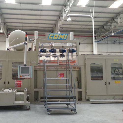 Platten-Thermoformmaschine / für die Kühlschrankherstellung / vollautomatisch / für Industrieanwendungen