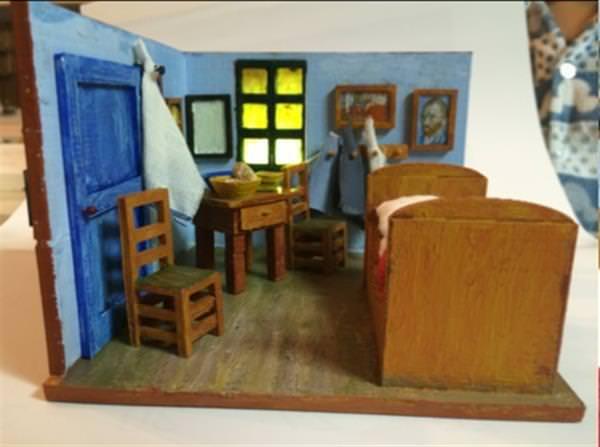 Südkoreanisches Vater und Sohn zurückgebogenen Van Gogh Schlafzimmer ...