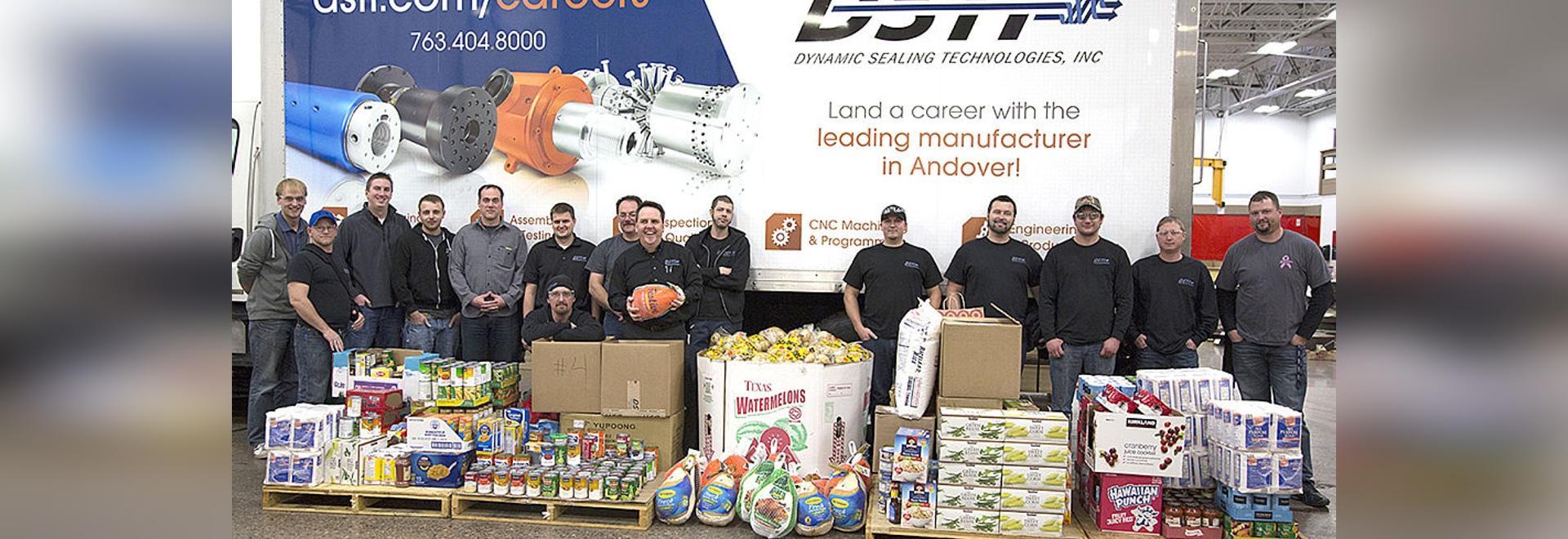 DSTI spendet 3.400 Pfund zu NACE Foodshelf diese Ferienzeit
