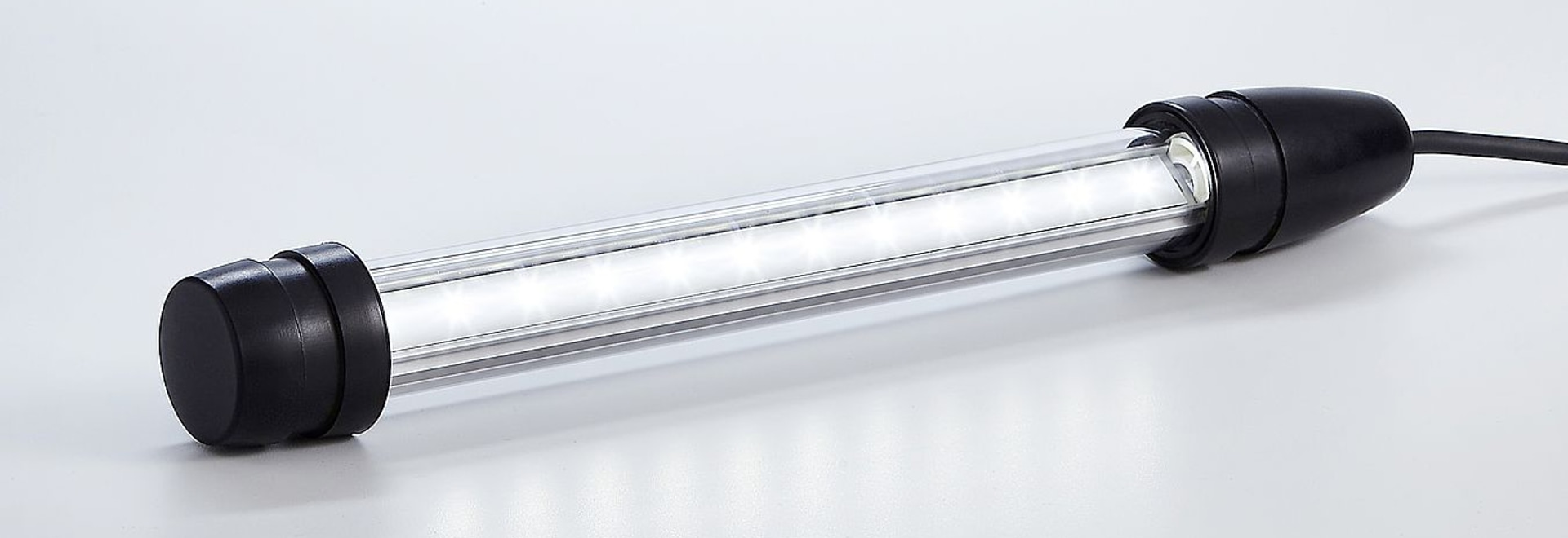Robuste LED-Rohrleuchten von R. STAHL mit geringem Gewicht