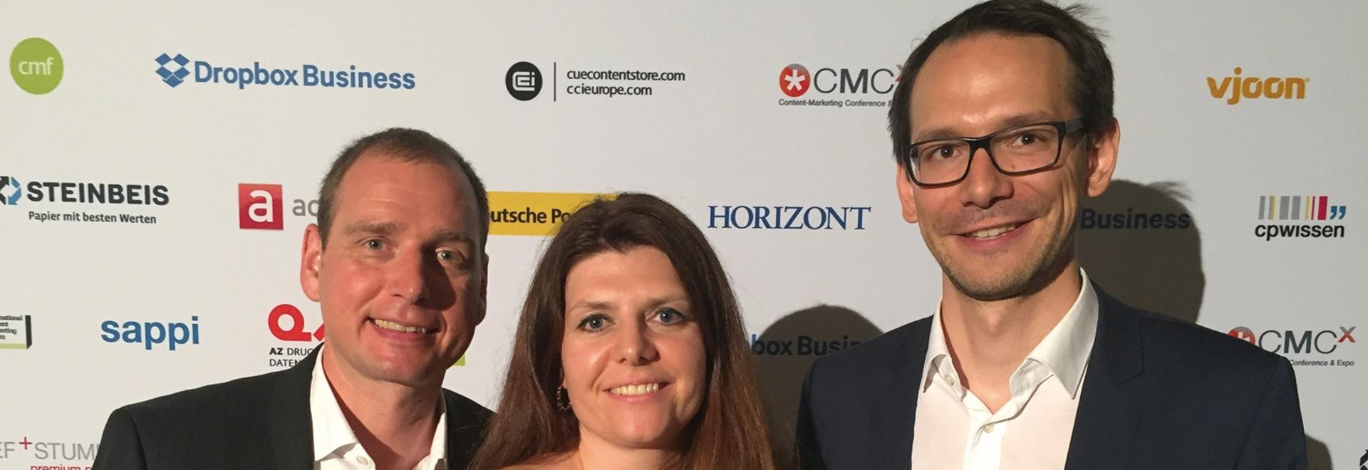 Steffen Beck (pr+co), Katrin Lindner (ebm-papst) und Julian Stutz (pr+co) nahmen den Preis für das Kundenmagazin stellvertretend für das Redaktionsteam entgegen.