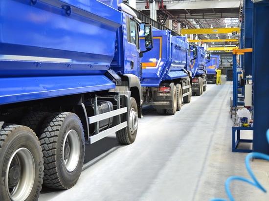 Befestigte Werkzeuge und abgeschleppte Fahrzeuge stellen für Nutzfahrzeuge her