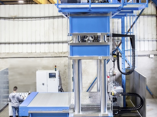Spezielle hydraulische Presse HIDROGARNE, zum von leistungsstarken Vulkanisierungsarbeiten auszuführen