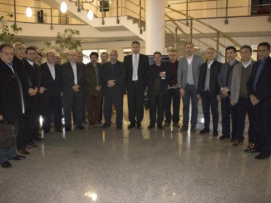 Iranische Delegation, die Peralisi-Gruppe besucht
