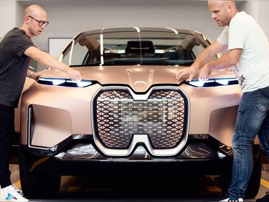 BMWs Vision iNEXT Concept Car kennzeichnet ein Sensor-bepacktes 3D druckte Grill