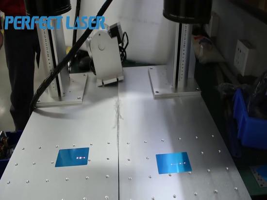 Computer, der gleichzeitig 2 Markierungsmaschinen Faserlasers steuert