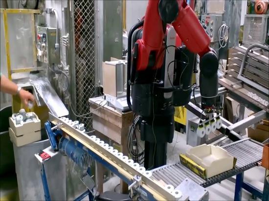 Baxter Robot Helps mit dem Verpacken an der Keramik DU-Co