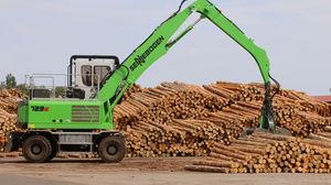 Holzladekran mit Gelenkausleger