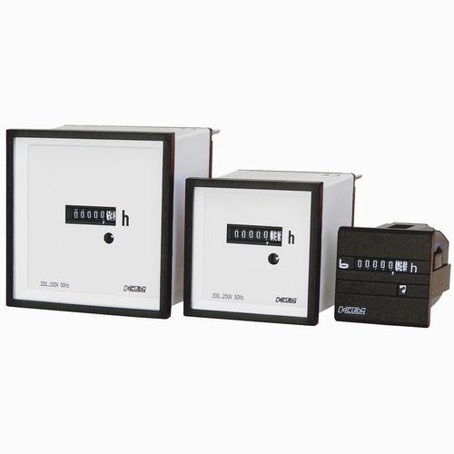 Stundenzähler / analog / elektromechanisch / Schalttafelmontage