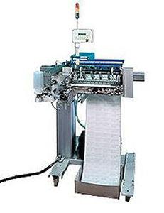 automatische Etikettiermaschine / für selbstklebende Etiketten / Inline / für Verpackungsoberseite