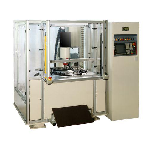 automatisches Nietzentrum / computergestützt / CNC