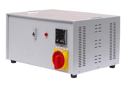 einphasiger Spannungskonstanthalter / Servomotor