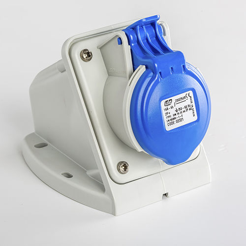 wandmontierte Steckdose und Stecker / Einbau / IEC / Niederspannung