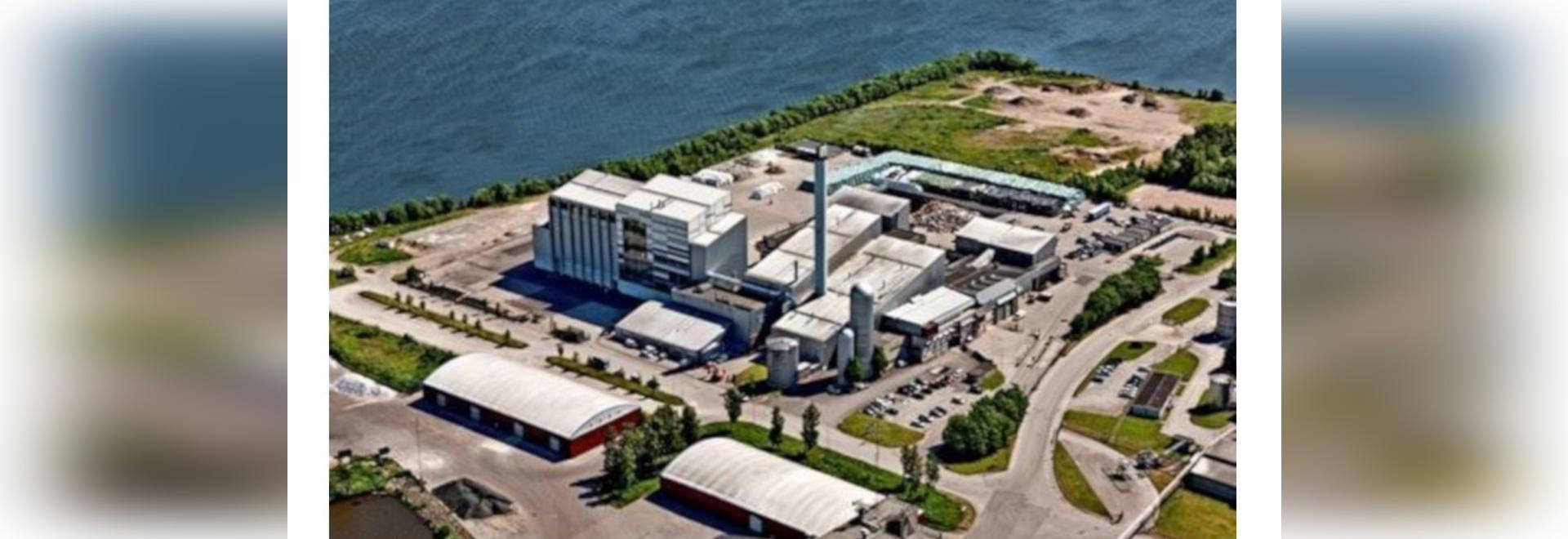 Kessel wandelt Abfall in Industriedampf, Elektrizität um