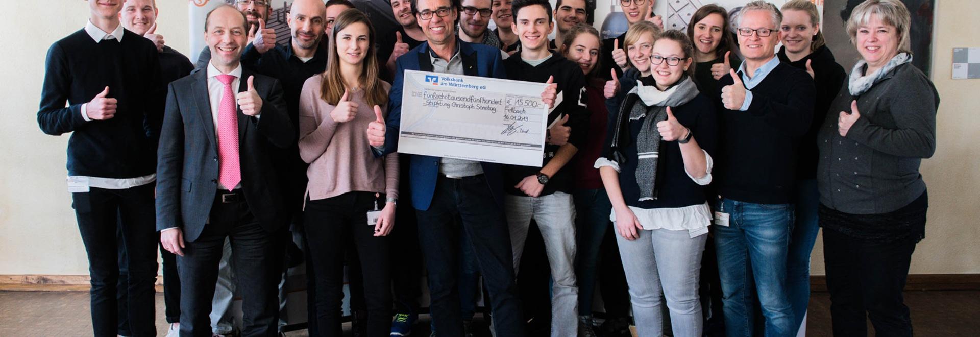 Stiphtung Christoph Sonntag freut sich über Spende der AMF-Azubis