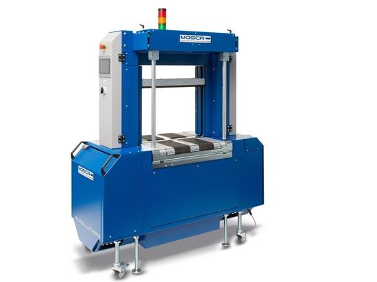 Vollautomatische Umreifungsmaschine Evolution SoniXs TR-6 Pro. Dank frei belegbarer Schnittstellen und Netzwerkfähigkeit kann die Hochleistungsmaschine passgenau in vollautomatische Produktionslini...