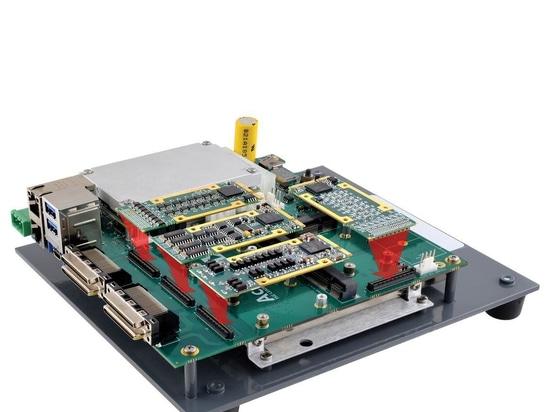 Die Trägerkarte Typ 10 beherbergt vier mPCIe I/O-Module