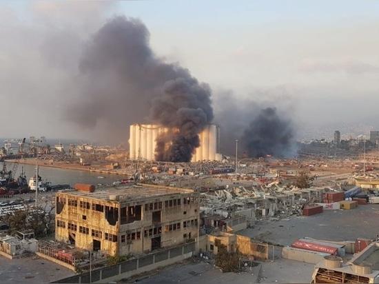 Mehr als 135 Menschen (vorläufige Zahl der Todesopfer) wurden getötet und 5.000 weitere verletzt, nachdem sich am 4. August zwei Explosionen im Hafen von Beirut, der Hauptstadt des Libanon, ereigne...