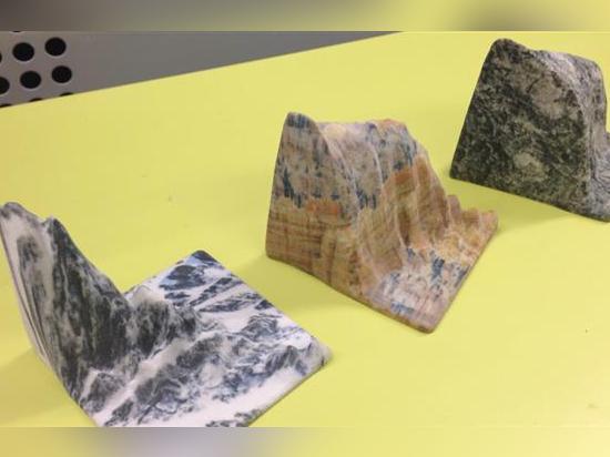 Majestätische Landschaften in den Granit-, Quarz- und Sandsteinschichten druckten auf einem Drucker 3D des Projekts 660 der Systeme 3D