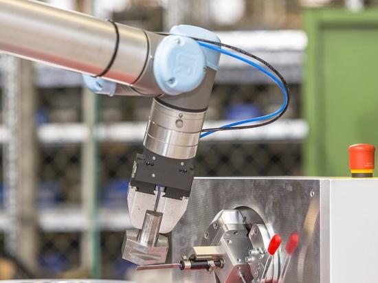 Automatisiertes Entgraten mit einem BIAX Druckluftfeiler