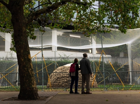 Schlamm-Sprühbrummen errichten Prototyp für Nothäuser